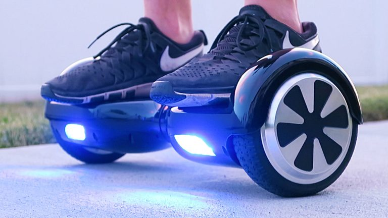 WHY A HOVERBOARD WILL BE THE PERFECT GIFT FOR YOUR KID